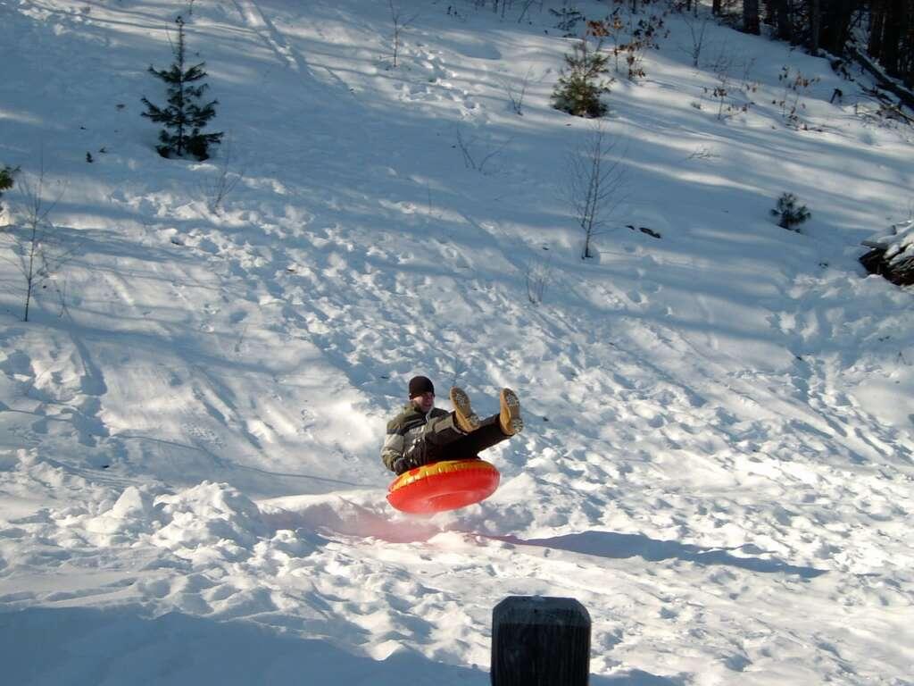 snow tubing 93024 1280