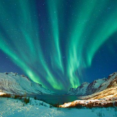 norway-northern-tromso-surrounds-with-aurora-istk-600x0-c-default